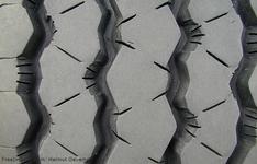 Thumb_texture-tyre_freeimages.com_helmut_gevert