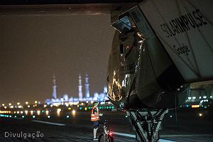 Thumb_landing_abu_dhabi_solar_impulse_ii_300x200