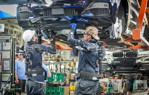 BMW Group investe em automação e em robôs leves