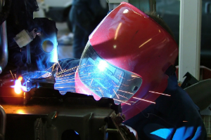 Thumb_car_welding_soldagem-freeimages-300x200