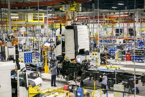Fábrica da  Volvo na Cidade Industrial de Curitiba (CIC). Montadora abriu em fevereiro deste ano o segundo turno para produção de caminhões. Marcelo Andrade / Gazeta do Povo