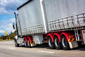 Thumb_truck-on-hwy-1615510-1919x1278