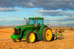 Thumb_tractor-3-1386656-1919x1275