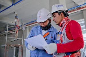 Thumb_construction-helmet-industry-1216589__1_