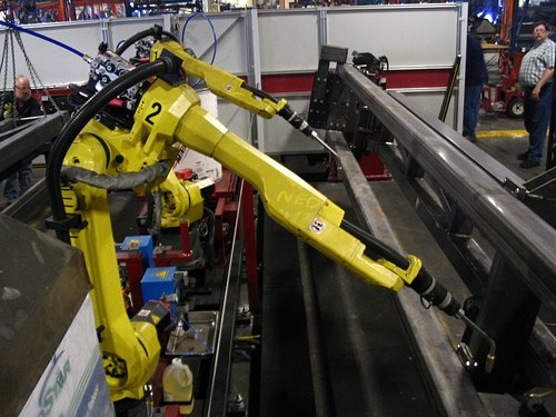 Large_800px-fanuc_6-axis_welding_robots